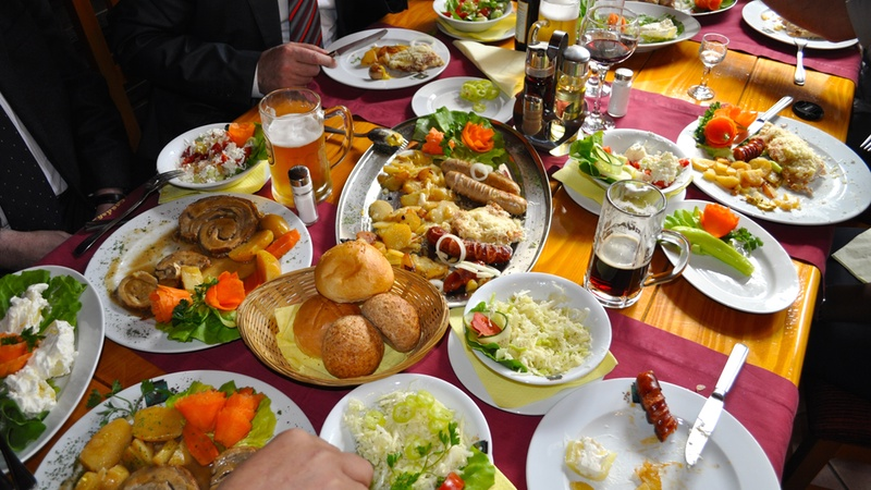 Food_Photo_GroupMealBosniaHerzegovina_FS
